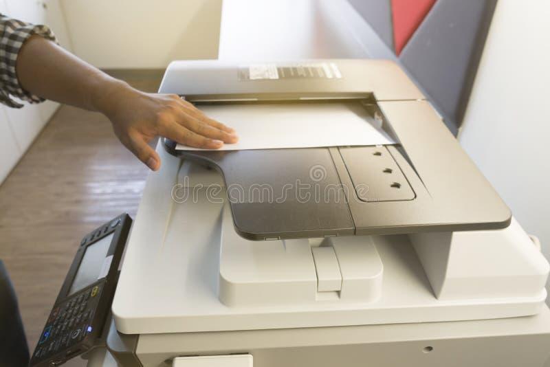 Equipe o papel de copi da luz solar da fotocopiadora da janela fotos de stock royalty free