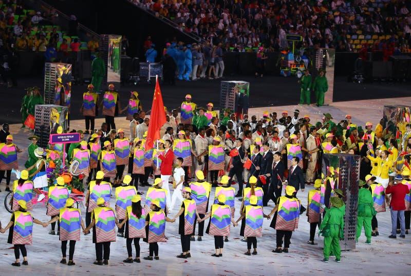 A equipe olímpica o ` s a República da China dos povos marchou na cerimônia de inauguração dos Olympics do Rio 2016 fotos de stock royalty free