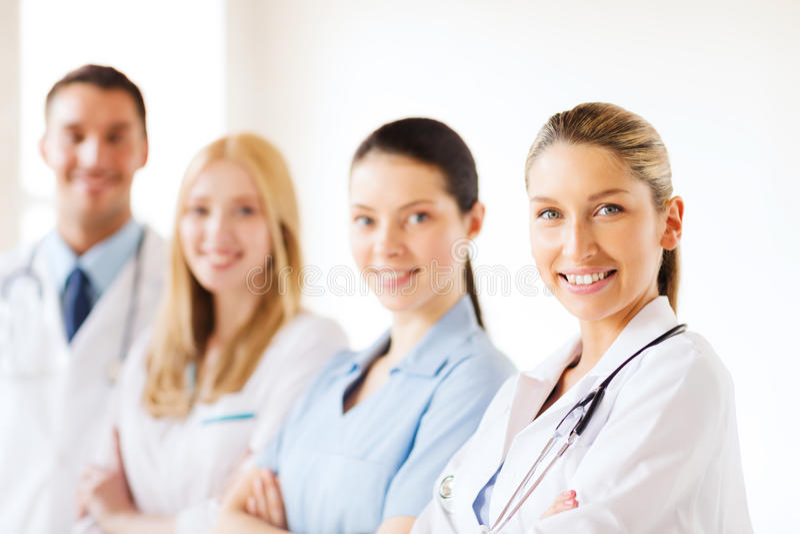 Equipe ou grupo novo de doutores imagens de stock