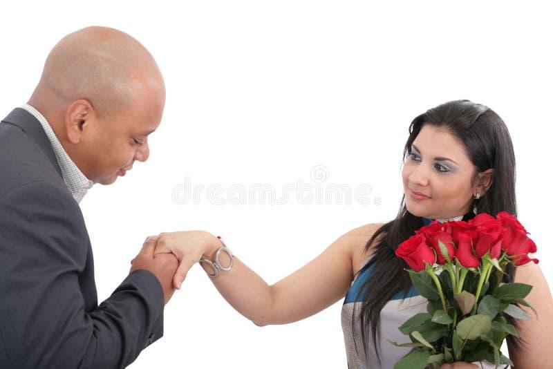 Equipe pronto para dar à disposição um beijo a sua esposa. fotografia de stock royalty free