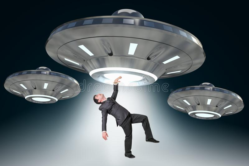 Equipe a sequestração por UFO - conceito estrangeiro da abducção imagens de stock royalty free