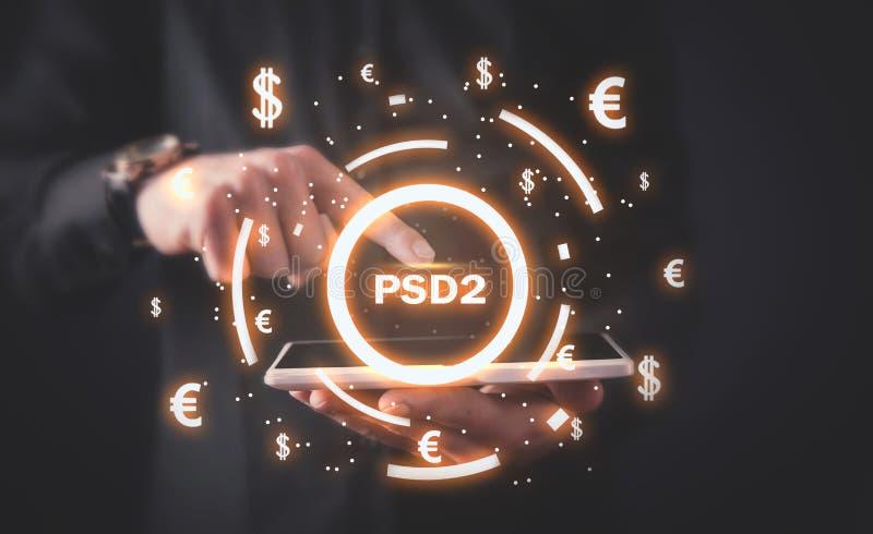 Equipe usando a tabuleta Diretriz orientadora dos serviços de PSD2-Payment imagens de stock royalty free