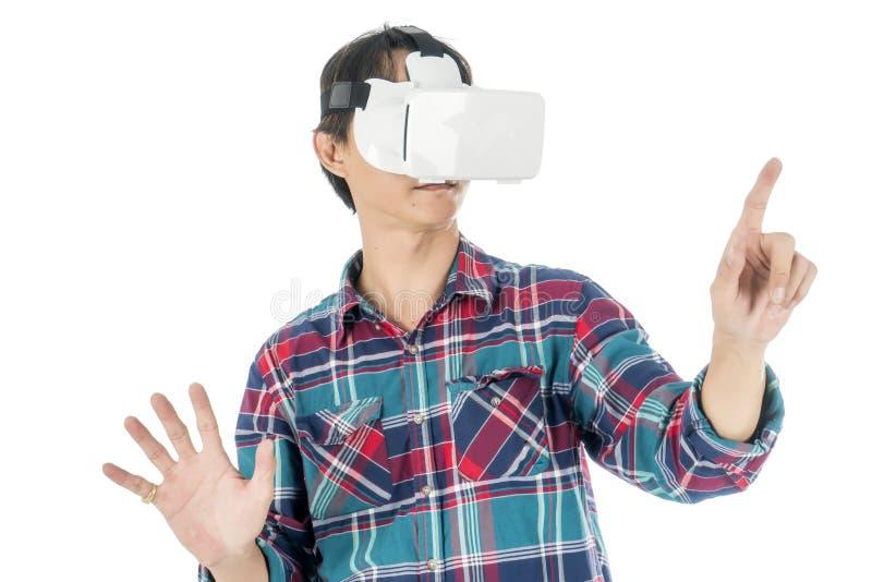 Equipe usando uns auriculares de VR e experimentando a realidade virtual foto de stock