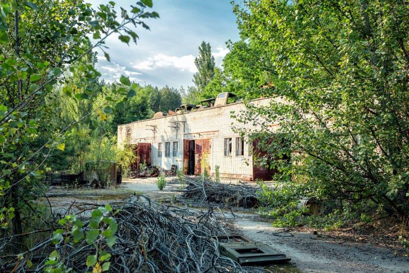 Equipo abandonado oxidado en la ciudad militar de Chernobyl-2 fotos de archivo