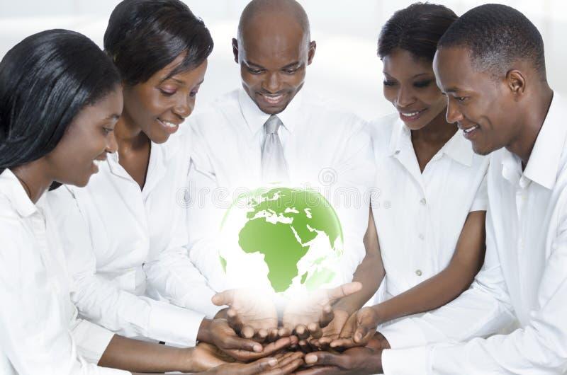 Equipo africano del negocio con el mapa de África fotografía de archivo libre de regalías