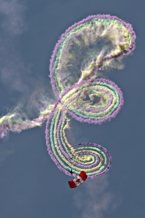 Equipo canadiense de la demostración del paracaídas de SkyHawks foto de archivo libre de regalías