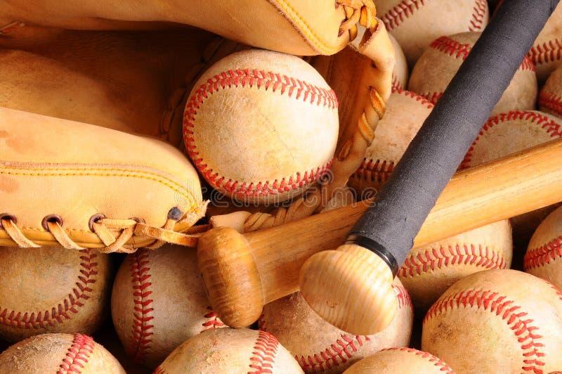 Equipo de béisbol de la vendimia, palo, bolas, guante imagen de archivo