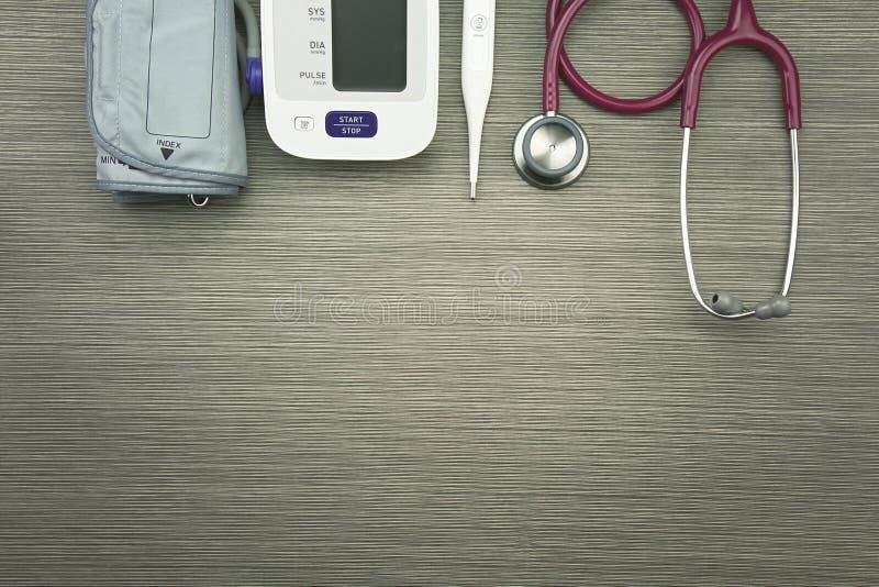Equipo de examen médico para el chequeo de salud fotografía de archivo
