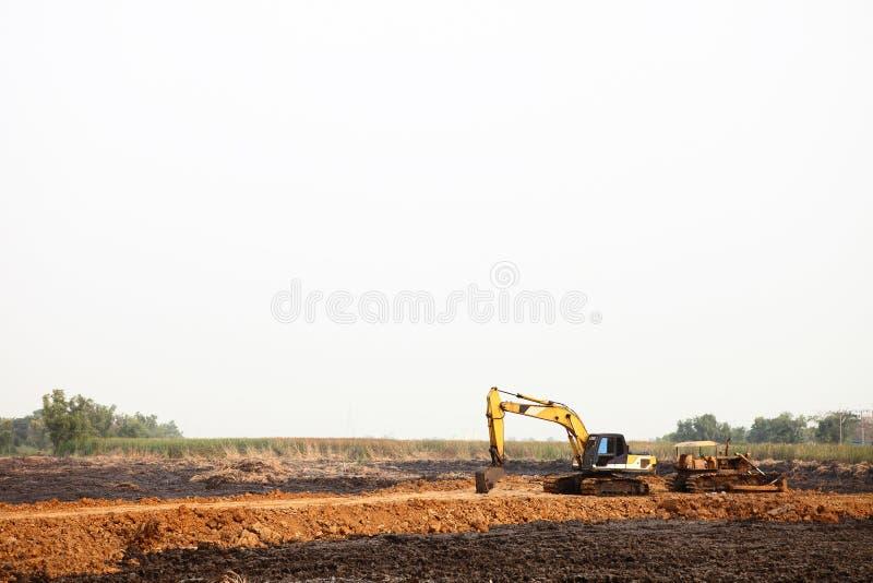 Equipo de excavación pesado en el emplazamiento de la obra fotos de archivo