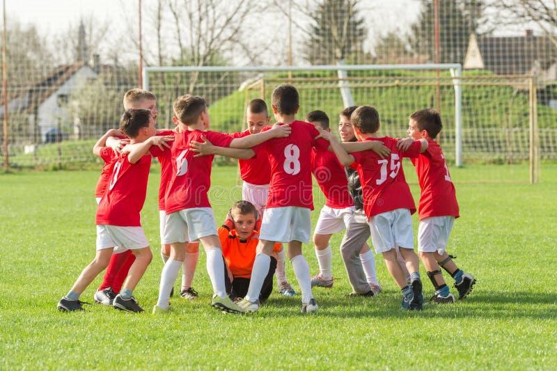 Equipo de fútbol de los niños imagenes de archivo