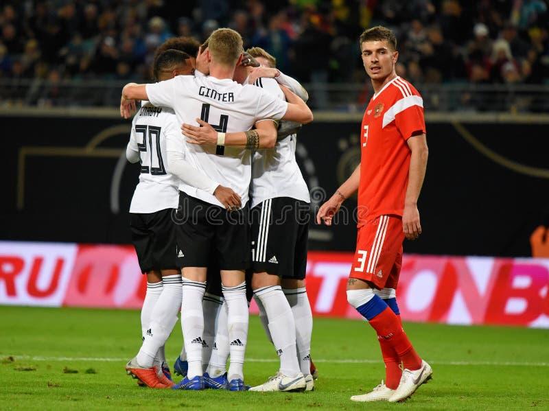 Equipo de fútbol nacional alemán que celebra una meta anotada en inter imágenes de archivo libres de regalías