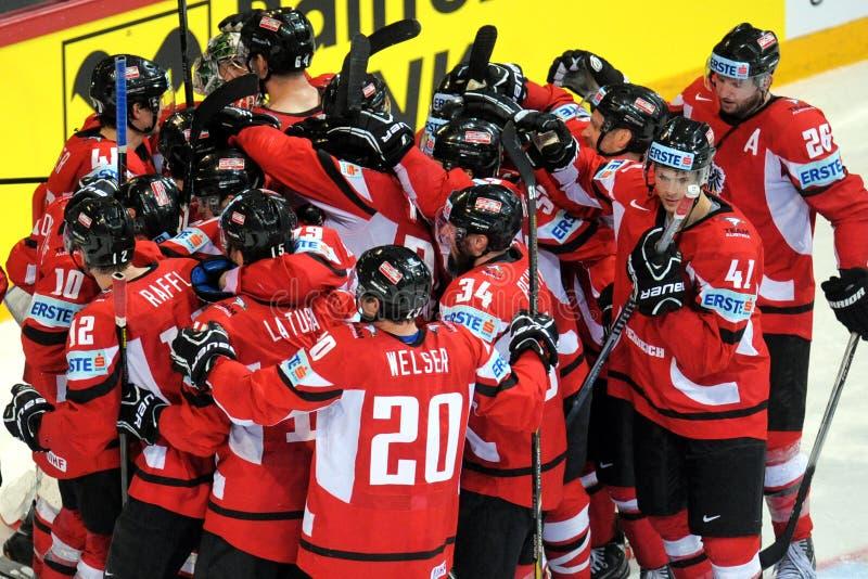 Equipo de hockey suizo del hielo foto de archivo
