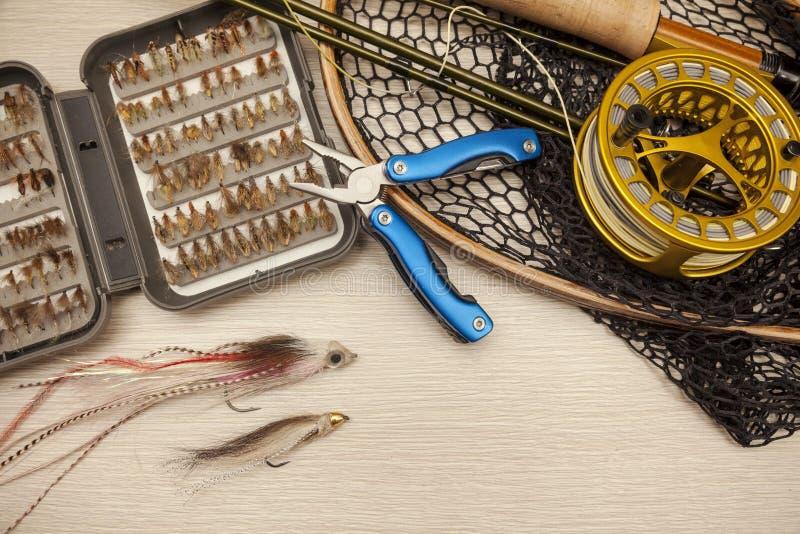 Equipo de la pesca con mosca foto de archivo