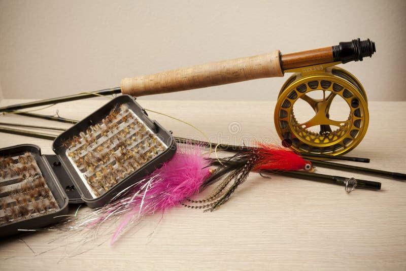 Equipo de la pesca con mosca fotografía de archivo