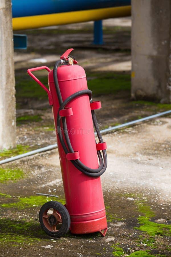 Equipo de la protección contra los incendios, extintor en la carretilla, indust fotografía de archivo libre de regalías