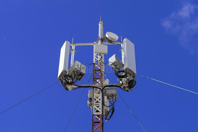 Equipo de la radioestación retransmisor de la comunicación celular 5G imagen de archivo libre de regalías