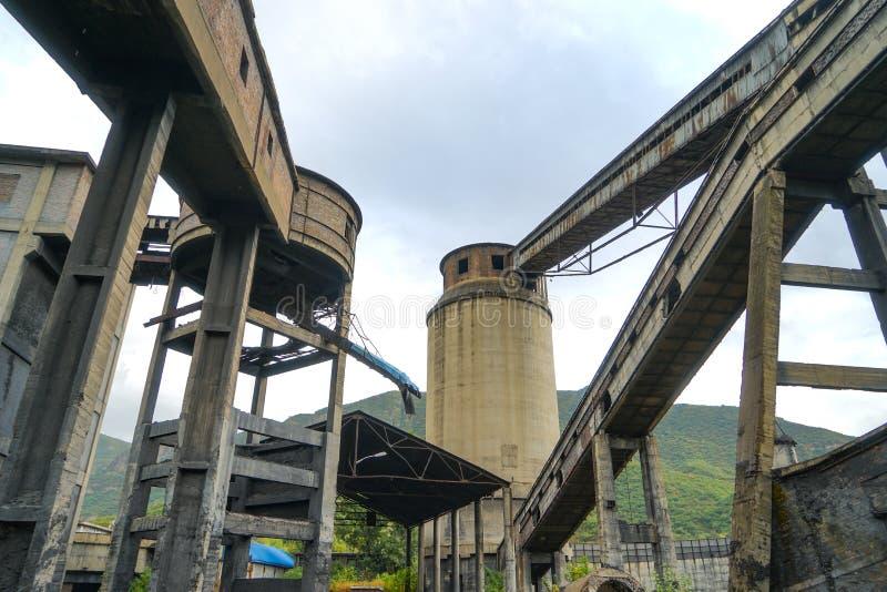 Equipo de lavado de carbón abandonado en la mina de carbón Wangping, Beijing, China imagen de archivo libre de regalías