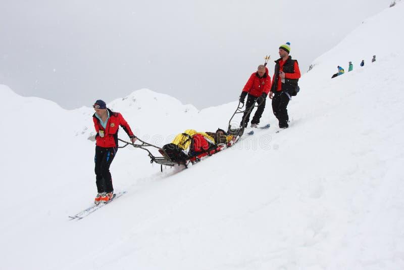 Equipo de rescate de la emergencia en el desafío del estilo libre de Oslea Hike&Ride fotos de archivo libres de regalías