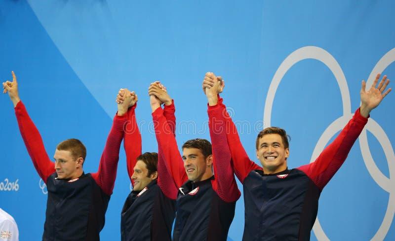 Equipo de retransmisión de relevo de los 4x100m de los hombres de los E.E.U.U. Ryan Murphy (l), Cory Miller, Michael Phelps y Nat imágenes de archivo libres de regalías