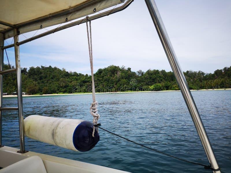Equipo del barco de la seguridad encendido un barco foto de archivo libre de regalías