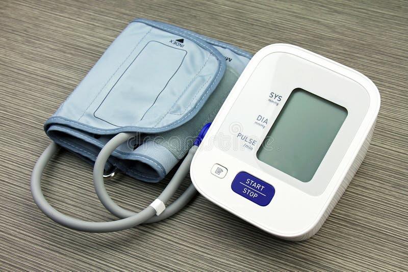 Equipo del monitor de la presión arterial de Digitaces, médico y del examen imágenes de archivo libres de regalías
