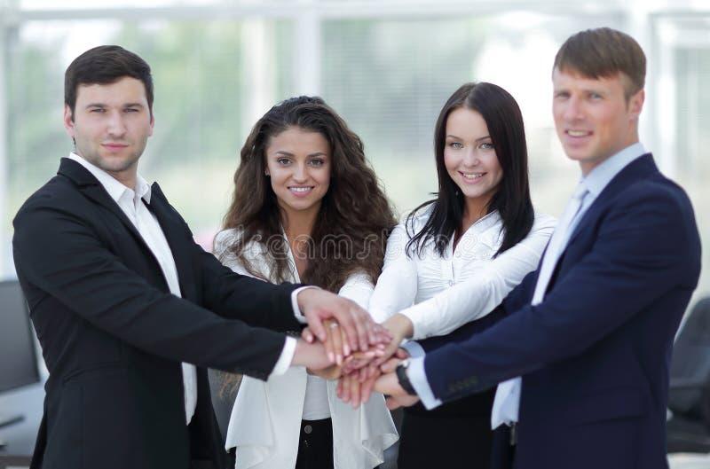 Download Equipo Del Negocio A Cooperar En El Trabajo En La Empresa Foto de archivo - Imagen de fondo, empleado: 100534794