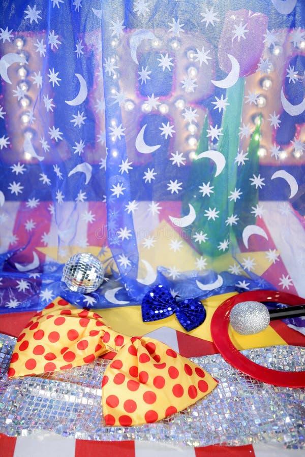 Equipo Del Payaso De La Reconstrucción De La Metáfora Del Concepto Del Circo Foto de archivo libre de regalías