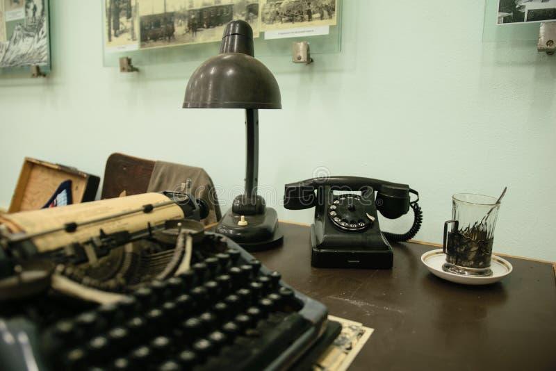 Equipo del vintage de la tabla de la secretaria fotos de archivo