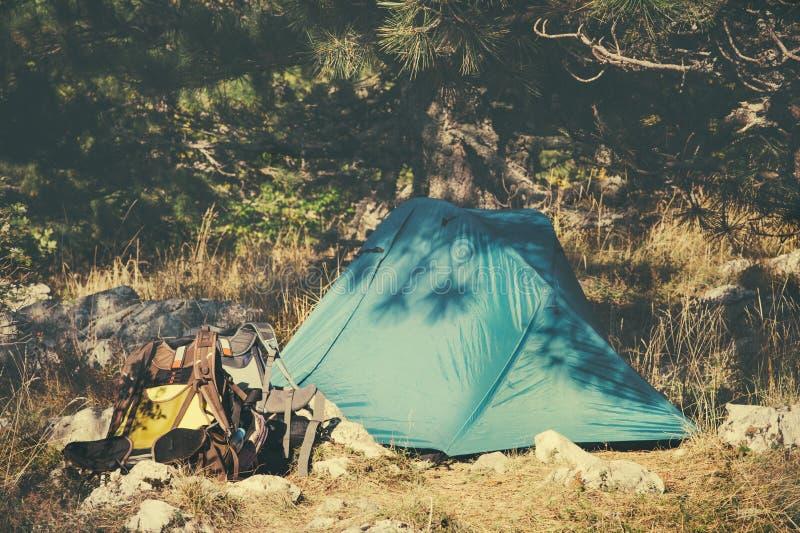 Equipo el acampar y del turismo de la tienda fotos de archivo