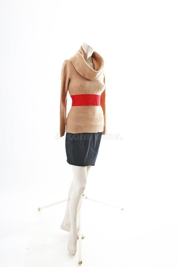 Equipo elegante con mini desgaste de la primavera de la falda en la exhibición completa del body shop del maniquí Estilos de la m foto de archivo