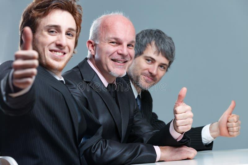 Equipo entusiasta acertado feliz del negocio imagen de archivo