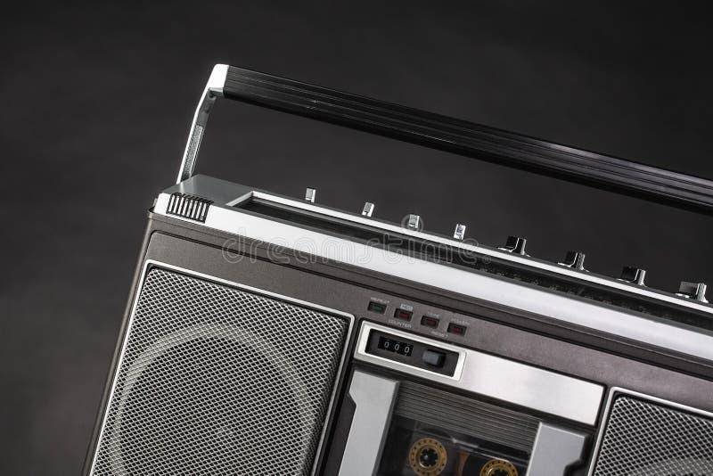 equipo estéreo portátil de radio de plata de los años 80 foto de archivo