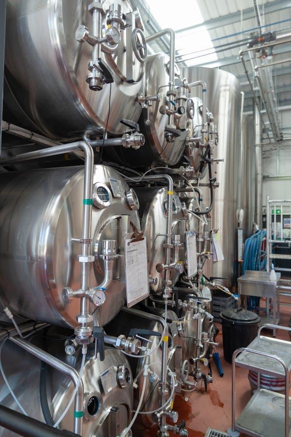 Equipo inglés moderno de la cervecería imagen de archivo libre de regalías