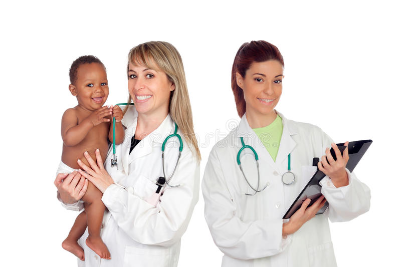 Equipo médico pediátrico con uno de sus pacientes imágenes de archivo libres de regalías