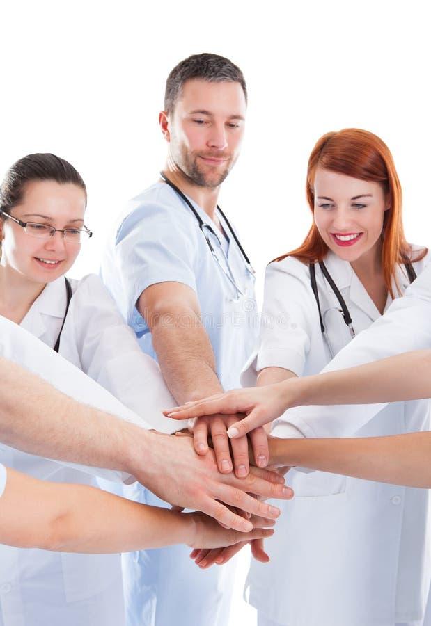 Equipo médico que apila las manos fotos de archivo