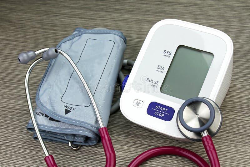Equipo médico y de examen para el chequeo de salud foto de archivo libre de regalías