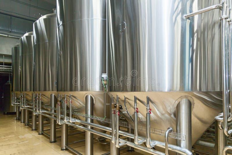 Equipo para la producción de la cerveza imagen de archivo libre de regalías