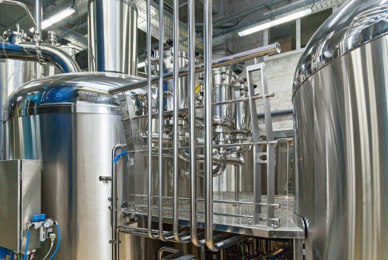 Equipo para la producción de la cerveza fotos de archivo libres de regalías