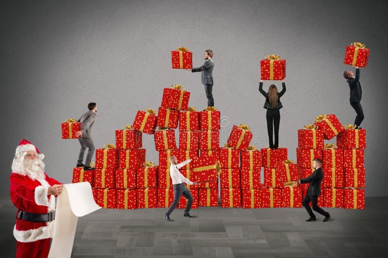 Equipo para los regalos de la Navidad foto de archivo libre de regalías