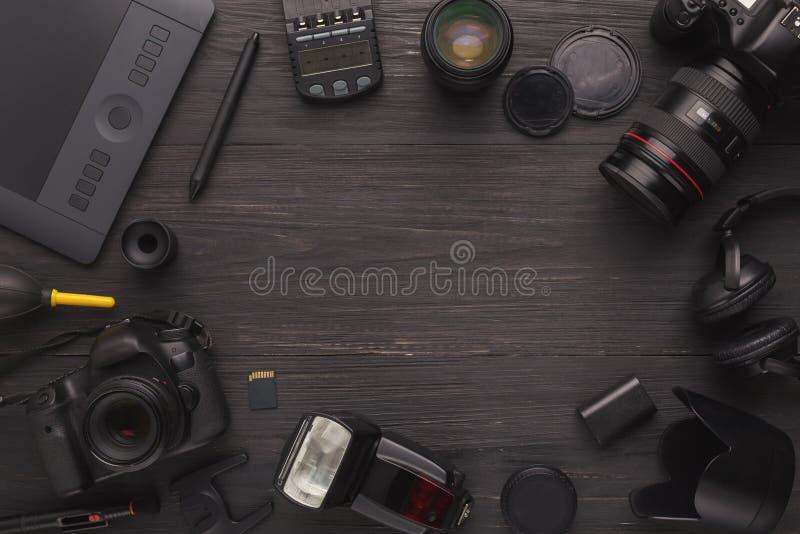Equipo personal diverso para el fotógrafo imagenes de archivo
