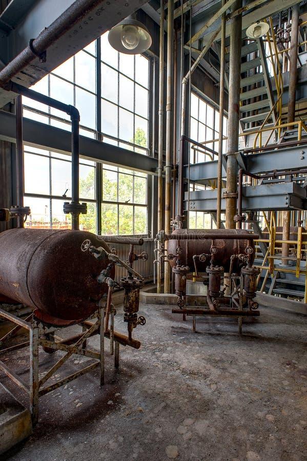 Equipo - planta de concentración abandonada del ácido sulfúrico - Indiana Army Ammunition Depot - Indiana abandonadas foto de archivo