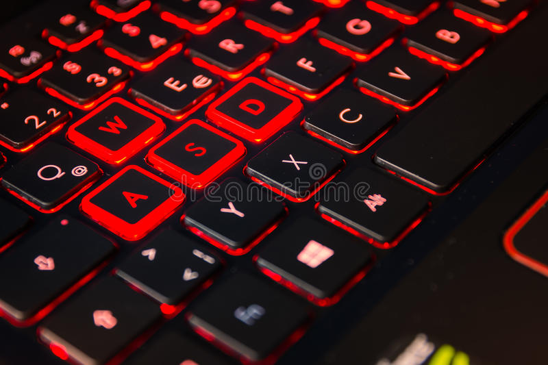 Equipo retroiluminado rojo Cont del videojugador de la acción del teclado del juego del ordenador imagenes de archivo