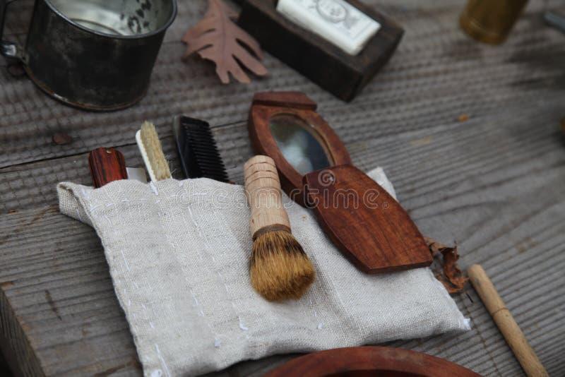 Equipo revolucionario del peluquero de la guerra con el cepillo foto de archivo libre de regalías