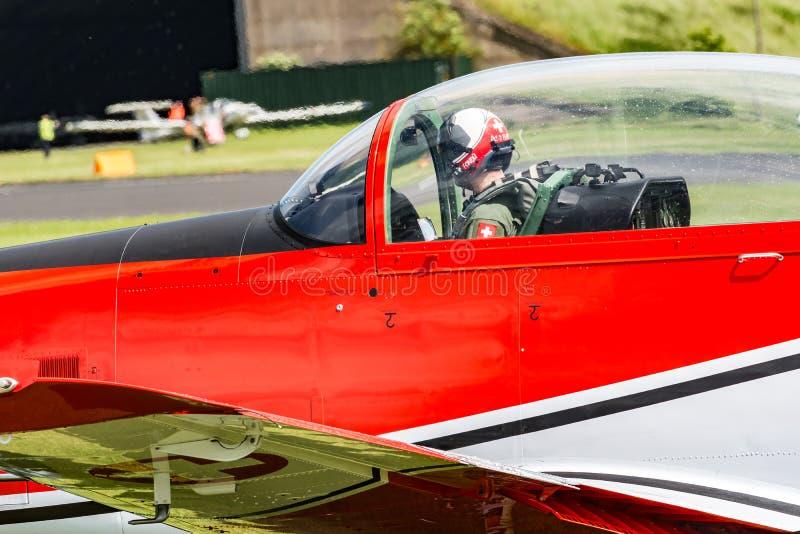 Equipo suizo de la fuerza aérea PC-7 imagenes de archivo
