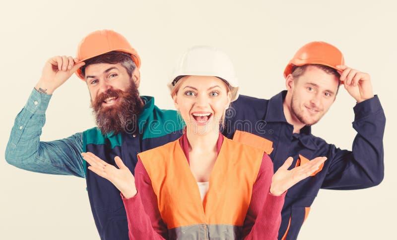 Equipo y concepto de la dirección Equipo de arquitectos, constructores, el mirar a escondidas de los trabajadores imagen de archivo libre de regalías