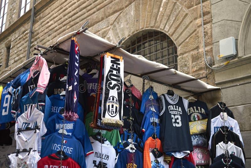 Equipos de fútbol camiseta y bufanda imagen de archivo
