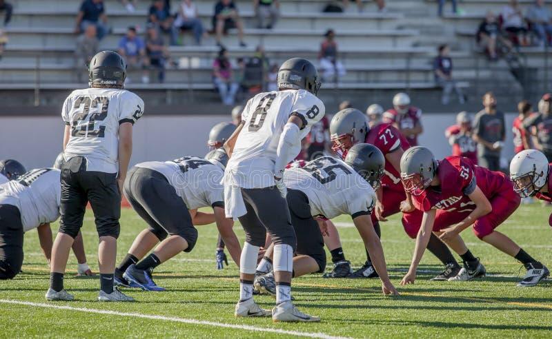 Equipos de fútbol de la High School secundaria imagen de archivo