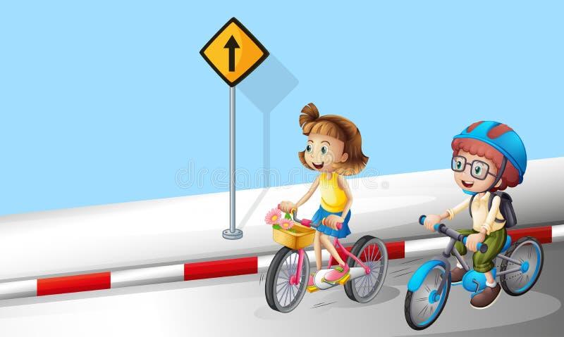 A equitação do menino e da menina bike na rua ilustração stock
