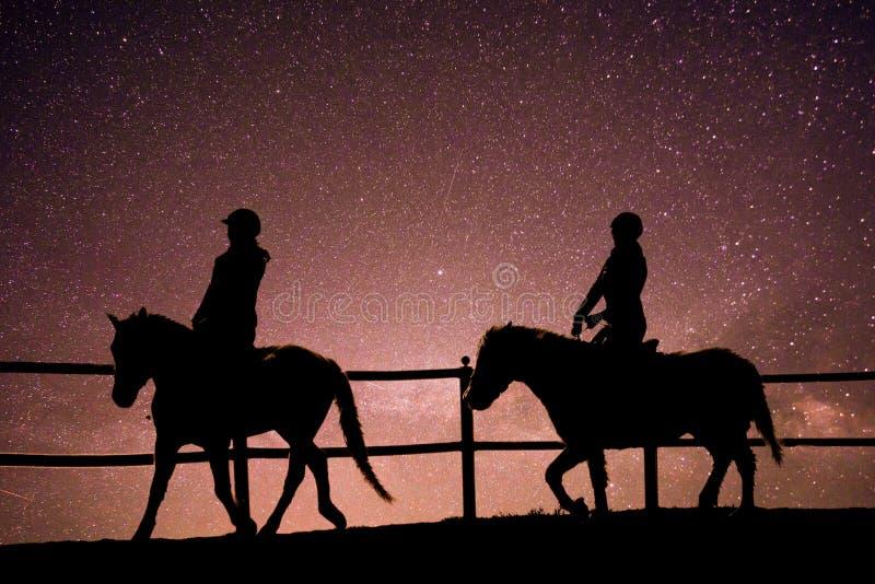 Equitação no universo fotos de stock
