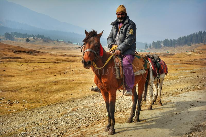 Equitação no vale fotografia de stock